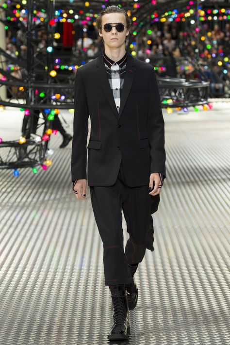 Dior Homme Spring 2017 Menswear collection. Cool, modern take on a suit.
