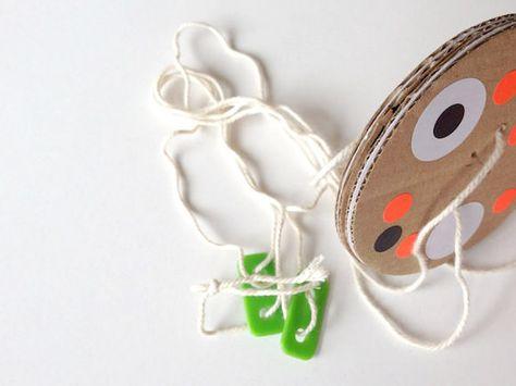 DIY Cardboard Twirly Whirly Toy