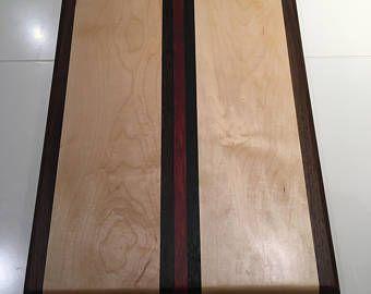 Articles Similaires A Planche A Decouper Chevron Issus De Bois Exotiques Dur Sur Etsy Planche A Decouper Decoration Maison Plancher