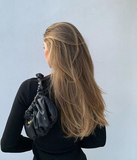 Best tape in human hair extensions, clip in human hair extensions, pre bonded hair extensions on sale. High quality pure human hair extension at lower price. Hair Inspo, Hair Inspiration, Blonde Hair Looks, Brown Blonde Hair, Light Brown Hair, Dark Blonde, Good Hair Day, Dream Hair, Human Hair Extensions