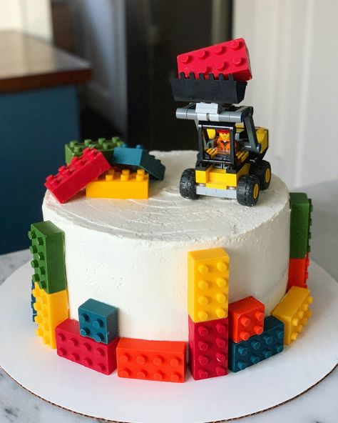 [Homemade] LEGO CakeYou can find Lego cake and more on our website. Lego Themed Party, Lego Birthday Party, Cool Birthday Cakes, 5th Birthday, Birthday Ideas, Cake Lego, Bolo Lego, Easy Lego Cake, Lego Ninjago Cake