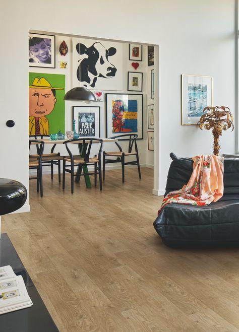 Pergo Laminatgulv - Elegant Plank 'Countryside Oak, Plank' (L0235-00312). I et trendy dagligstue. Klik her for at opdage din yndlingsgulv til stuen. #laminat #gulv #inspiration #indretning #egetræ #pergo