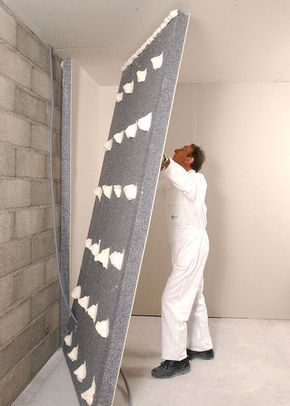 1. Rapide à installer. À coller sur un mur lisse, ce doublage associe un isolant en polystyrène expansé (ép. de 8 à 18 cm) à une plaque de plâtre. Idéal pour parois verticales et murs pignons.