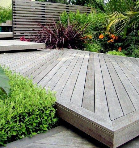 Terrasse en bois composite- conseils de pose et photos inspirantes - terrasse bois sur plots reglables