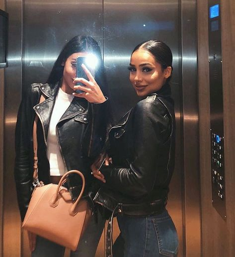 """ARABIC WOMAN no Instagram: """"Tag your sisters 😍 @di1ara"""" Classy Outfits, Trendy Outfits, Girl Outfits, Cute Outfits, Fashion Outfits, Sporty Fashion, Ski Fashion, Winter Fashion, Arab Fashion"""