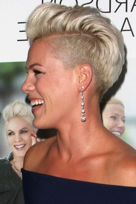 Pink Mit Schonem Undercut Undercut Hairstyles Womens Hairstyles Short Hair Undercut