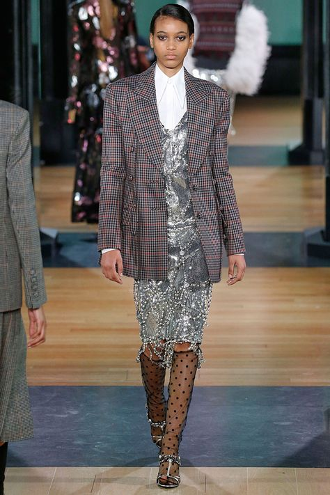 Modesty dressing - HarpersBAZAARUK Autumn Winter 2018 Trends you can wear now!