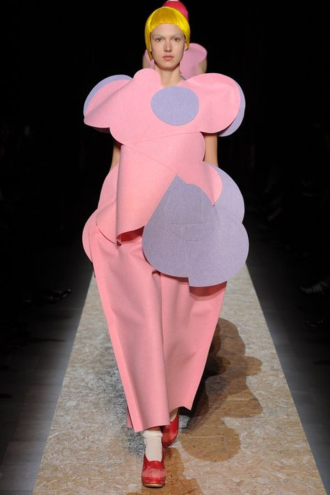 Comme des Garçons Fall 2012 Ready-to-Wear Fashion Show Collection