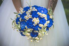 Bouquet Sposa Rose Blu.Bouquet Sposa Rose Blu Camomilla Pittosforo Variegato Bouquet Da
