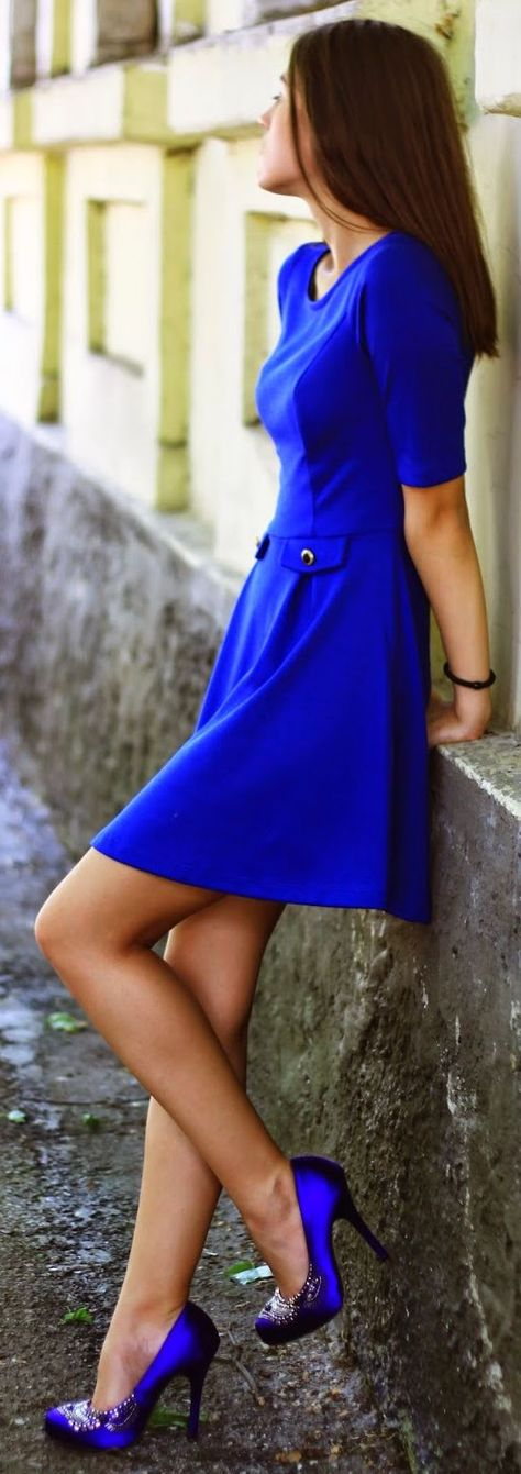 Euro street style and chic fashion | sexy brunette in electric blue dress | dressed to impress | #thejewelryhut via @aduriandolaian
