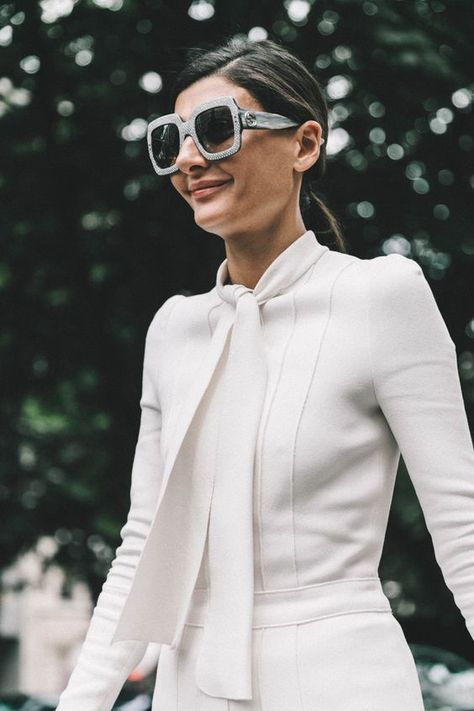 As the senior fashion editor of Vogue Japan regularly demonstrates with her street style. Giovanna Battaglia never forgets to reveal a signature style. And these Gucci sunglasses do just that. Let your sunglasses to communicate your style.