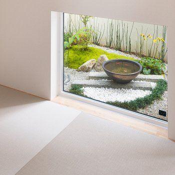 Suumo 地窓から望む和風の坪庭 小さいながらも 水鉢や植栽に