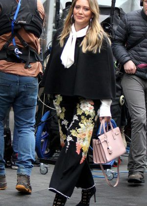 Hilary Duff Filming Younger In Nyc The Duff