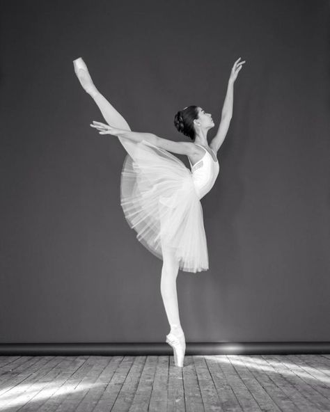 Liza Chertikhina Лиза Чертихина, The Bolshoi Ballet Academy Bolshoi Ballet, Ballet Dancers, Ballerinas, Ballet Dictionary, Paris Opera Ballet, Misty Copeland, Dance Poses, Royal Ballet, Ballet Photography