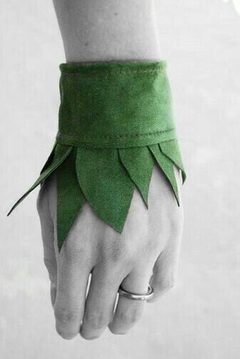 I think I could make this with felt (and some pretty embroidery etc) for my Elf or Peter Pan character Tinker Bell Costume, Elf Costume, Costume Makeup, Diy Costumes, Halloween Costumes, Diy Halloween, Shadow Costume, Costume Ideas, Fairy Costume Kids