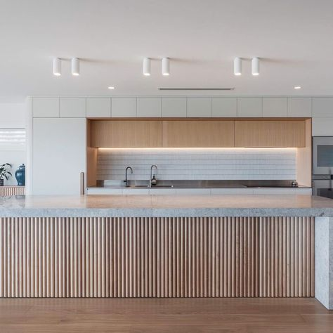 Forever home goals! Loving the warmth and natural variation of the Porta Contours timber panelling in the kitchen of this stunning forever home from Kristin Adam.  #interiordesignideas #interiordecor #kitchendesign #kitchenrenovation