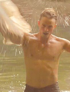 "When Wade went for a swim. | Community Post: 14 Moments That Made You Keep Watching ""Hart Of Dixie"""