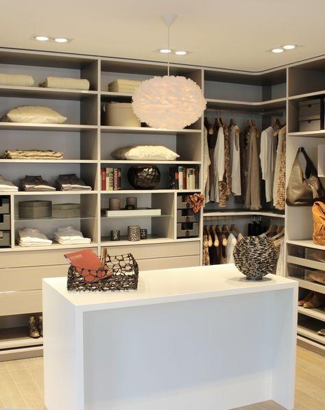 Ein Absoluter Frauentraum Ein Ankleidezimmer Von Cabinet Home Walk In Closet Inspiration Closet Inspiration
