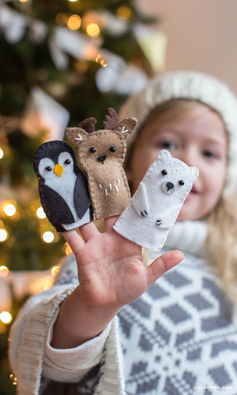 felt toys Make an adorable set of animal felt finger puppets with these printable patterns and tutorial from handcrafted lifestyle expert Lia Griffith. Felt Puppets, Felt Finger Puppets, Felt Diy, Felt Crafts, Puppet Making, Creation Couture, Felt Patterns, Kids Patterns, Felt Ornaments