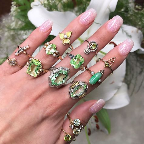 Channeling the spring greens over here! Hippie Jewelry, Cute Jewelry, Jewelry Box, Jewelry Rings, Jewelry Accessories, Fashion Accessories, Fashion Jewelry, Jewlery, Piercings