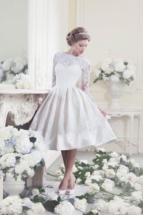 kurzes Brautkleid mit Spitze crusz