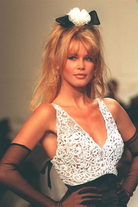 Chanel Haute Couture S/S 1994 Model : Claudia Schiffer Uploaded by…