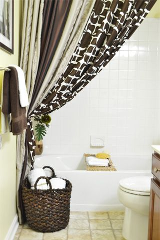 Hang a second shower curtain to make your tub seem extra luxurious. | Tubs,  Apartments and Bath