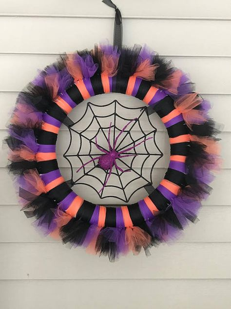 Best 11 The Easy Way to Make a Tulle Wreath Halloween Tulle Wreath, Halloween Deco Mesh, Fall Halloween, Halloween Crafts, Halloween Decorations, Halloween Eyeballs, Creepy Halloween, Couple Halloween, Tulle Projects