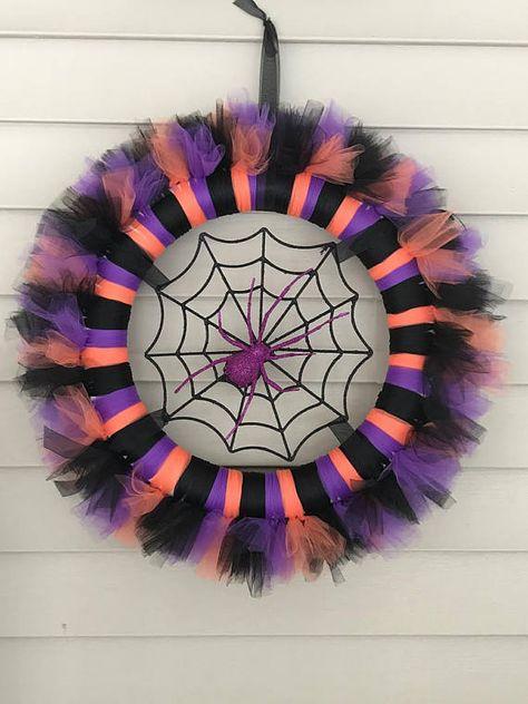 Best 11 The Easy Way to Make a Tulle Wreath Halloween Tulle Wreath, Halloween Deco Mesh, Christmas Mesh Wreaths, Diy Halloween Decorations, Deco Mesh Wreaths, Fall Halloween, Halloween Crafts, Holiday Crafts, Door Wreaths