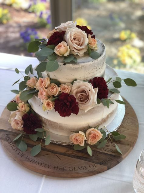 #weddingcake #cakeflowers #weddingcakeflowers #roses #eucalyptus #nakedcake #tieredcake #tieredweddingcake #weddingcakeideas #weddingcakeinsporation #cakestand #country #countrycakestand #rusticcake #rusticcakestand #wood #woodcakestand #burgundy #palepink #dustyrose #peach #weddinginsportation #winebarrel #winebarrelcakestand #ronjaworskiweddings #blueheronweddings #rusticwedding #weddingflowerideas #chocolate #vanilla #pbandj #icing #cake #frosting F: Joyful Bouquet B: Simply Sweet Cupcakes