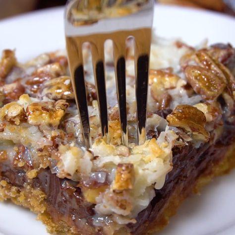Coconut Magic Bars (best dessert recipe ever!!) - 7 Layer Bars - Hello Dolly Bars - Magic Cookie Bars! #Coconut #MagicBars