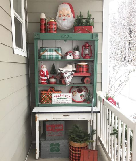 Love this retro plaid display on this Christmas porch #christmasporch #christmasdecor #vintagechristmas #retrochristmas #plaidchristmas #farmhousechristmas #vintagesanta #vintagedecor #christmascollections