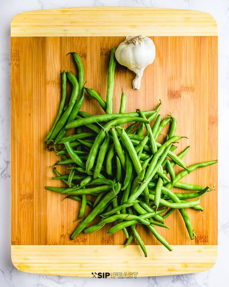 Sauteed green beans with garlic and olive oil make the perfect Italian side dish for Sunday dinner or anytime you need a fresh and quick vegetable recipe. The best part is how easy they are to make with only a few simple ingredients! #greenbeans #italiansidedish #vegetables #vegetarian #stringbeans #garlic