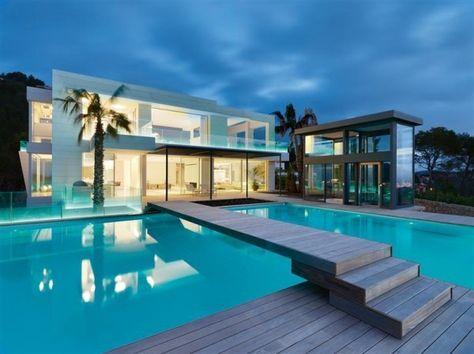 Maison contemporaine de luxe qui change de couleur - Visit the website to see all pictures http://www.amenagementdesign.com/architecture/maison-contemporaine-de-luxe-qui-change-de-couleur