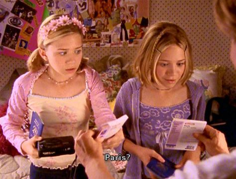 13 Lies Mary-Kate and Ashley Movies Told You About World Travel Purple Aesthetic, Aesthetic Vintage, Aesthetic Photo, Aesthetic Pictures, Aesthetic Clothes, Ashley Olsen, Early 2000s Fashion, 90s Fashion, Ashley Movie