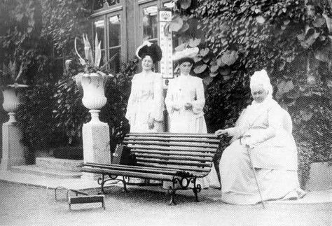 Alexandra visting Queen Victoria, her grandmother