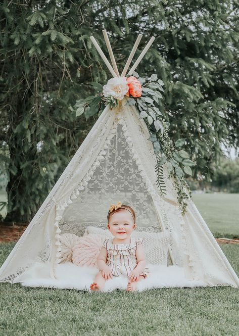 6 Month Baby Picture Ideas Discover Boho teepee play tents- perfect for photo shoots or nurseries LoveMeSparkle Create effortless photo setups and instant elegance with handmade lace teepee tents. Girls Teepee, Teepee Play Tent, Teepee Party, Baby Tent, Teepees, 1st Birthday Photoshoot, 1st Birthday Party For Girls, Birthday Girl Pictures, First Birthday Photos