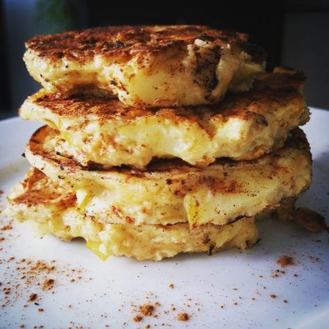 Een makkelijk en lekker recept voor ontbijt of als tussendoortje: Appel havermout pancakes, want wie houdt er nou niet van dikke pannenkoeken?