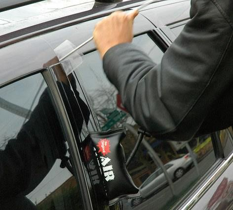 586d4c4ce3160a6857fec2ee5790c53b - How To Get In A Car When Locked Out