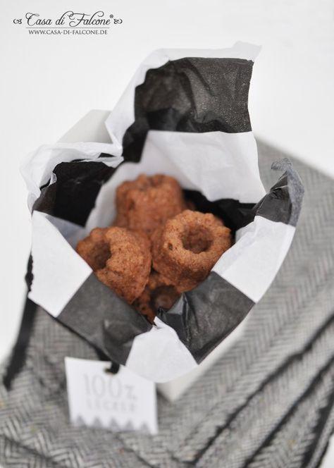 Banane-Mandel-Mini Gugelhupf Rezept I Mini cake german recipe I Tortenständer I cake stand I Verpackungideen in schwarz-weiss I black & white I geometric I food packaging I Casa di Falcone