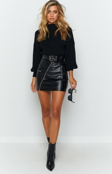 Black Leather Skirt Outfits, Leather Shorts Outfit, Black Mini Skirt Outfit, Winter Skirt Outfit, Black Boots Outfit, Black On Black Outfits, All Black Outfit For Party, All Black Outfit For Work, Chic Black Outfits