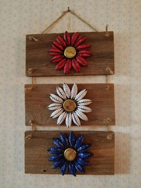 Red, white, and blue beer bottle cap flowers. Approximately 15 long and 8 wide. Brands of beer caps may vary. Diy Bottle Cap Crafts, Beer Cap Crafts, Bottle Cap Projects, Beer Cap Art, Beer Caps, Recycled Paper Crafts, Upcycled Crafts, Bottle Top Art, Crafts To Do