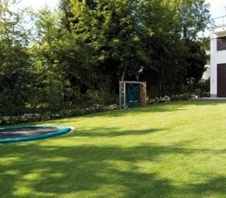Garten Fur Die Ganze Familie Gartengestaltung Familiengarten Trampolin Kinder Inspiration Wiese Familiengarten Garten Gartengestaltung