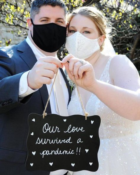 These Gorgeous Pandemic Weddings In Times Of Coronavirus Will Make You Believe In Love. For more such information, stay tuned with shaadiwish. Civil Wedding, Wedding Dj, Wedding Humor, Wedding Trends, Wedding Tips, Wedding Planning, Dream Wedding, 1920s Wedding, Wedding Shot