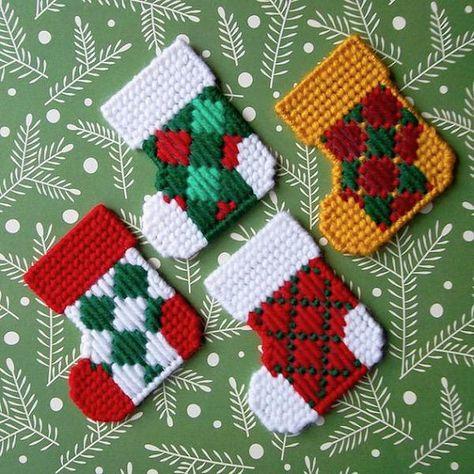 Plastic Canvas Pattern: Christmas Stockings