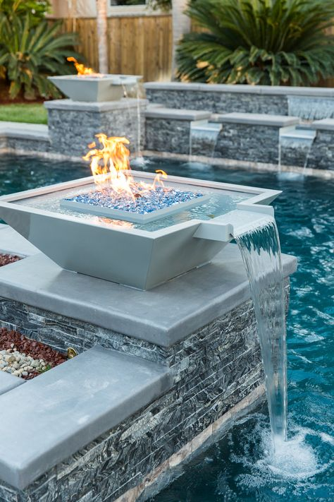 Geometric pool with columns adorned with black ledger panel and natural looking pool tile. Swimming Pool Landscaping, Luxury Swimming Pools, Small Backyard Pools, Backyard Pool Designs, Luxury Pools, Swimming Pool Designs, Dream Pools, Pool Decks, Small Pools