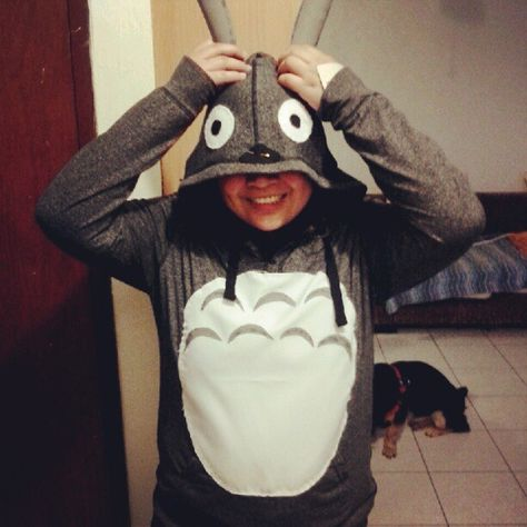 Photo by simplyec95- Totoro costume made out of gray sweater, white fabric and felt!