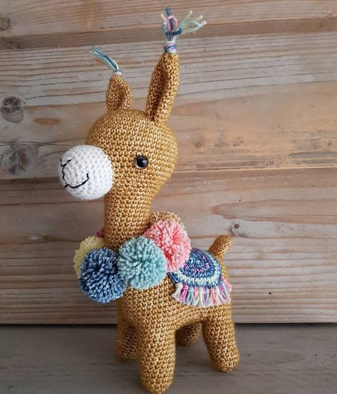 Marcia a alpaca no Elo7 | Crochetaria da Erika (A8CE64) | 554x473