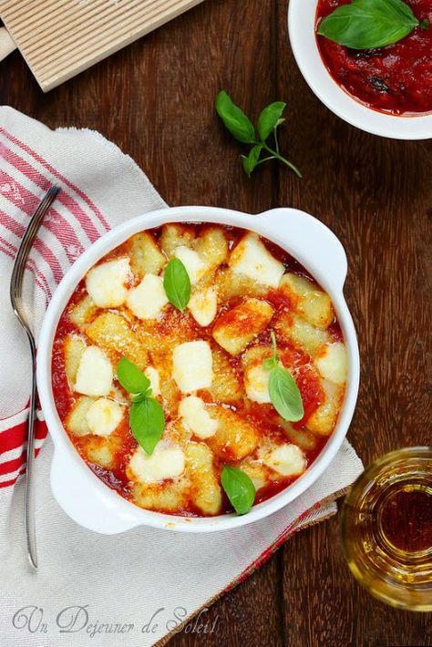 Gnocchi alla sorrentina (aux tomates, mozzarella et basilic)/Si vraiment vous n'avez pas le temps de vous lancer, vous pouvez toujours assaisonner de la même façon des pâtes sèches, courtes et un peu rondes (par exemple au radiatori de la Garofalo). C'est très bon aussi