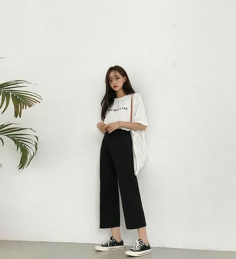 Woman classic outfits aesthetic stylish winter 2021 sweet k-pop shopping vsco college
